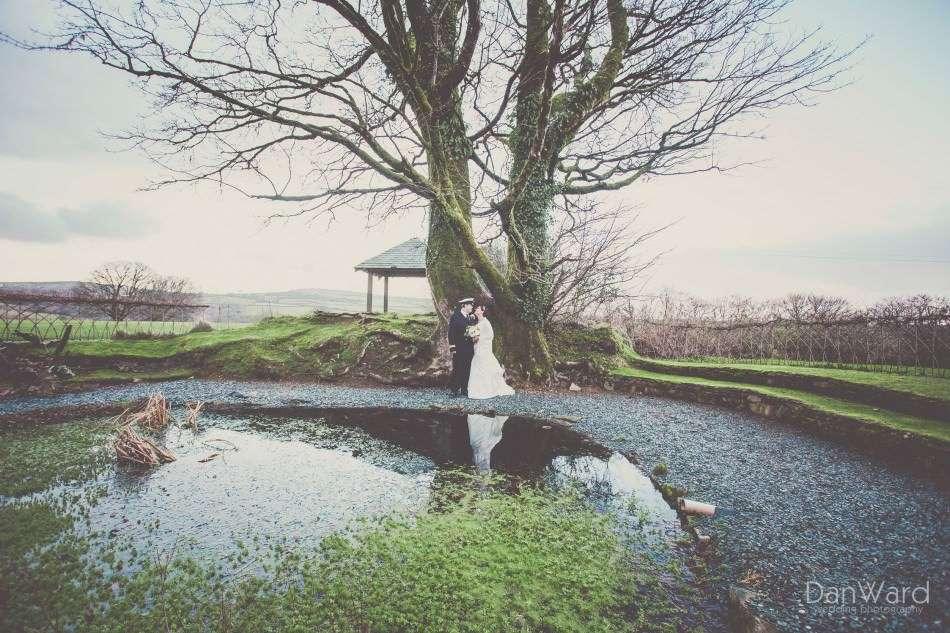 Simon_and_Sara_323_Dan-Ward-Wedding-Photography